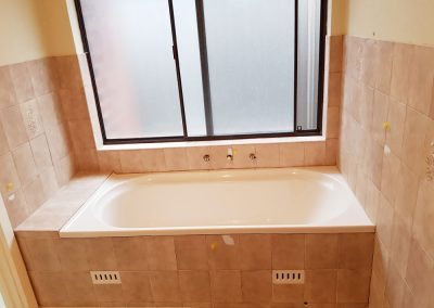 Bath resurfacing before pic
